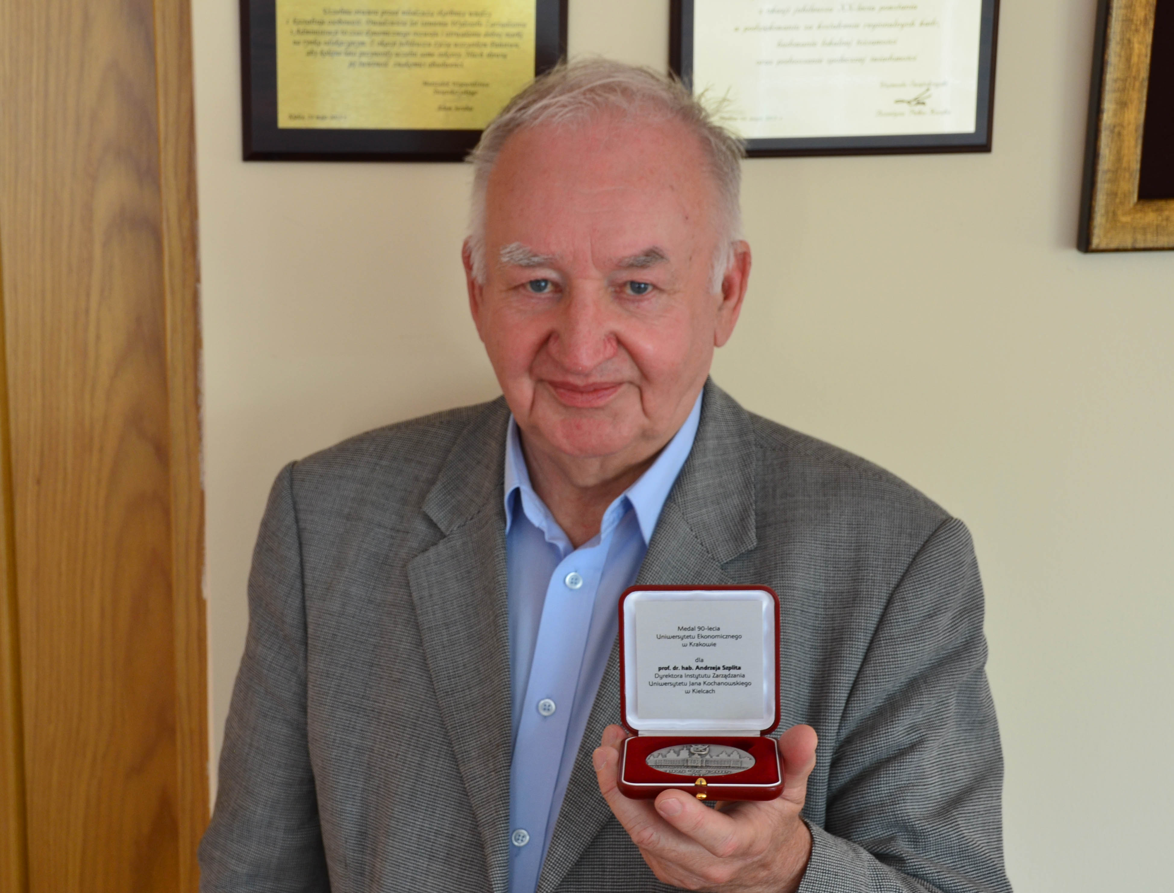 Medal dla prof. UJK dr hab. Andrzeja Szplita